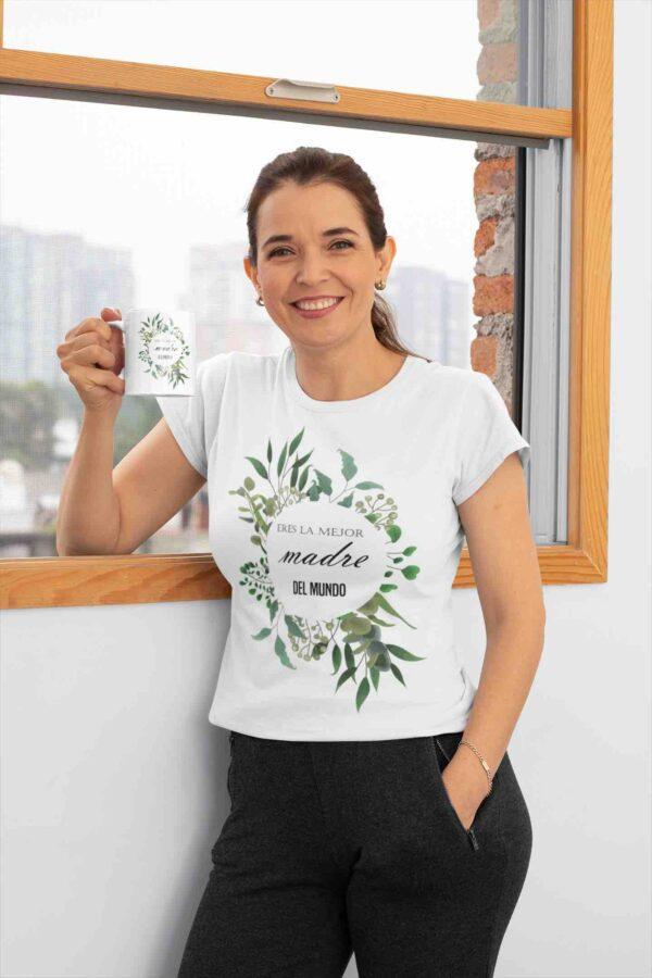 Madre Con Taza Y Camiseta